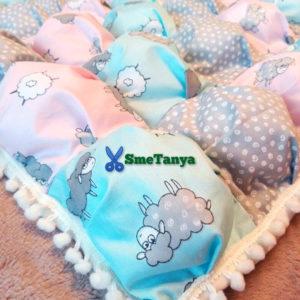 Одеяло бонбон в нежной расцветке с овечками - фото